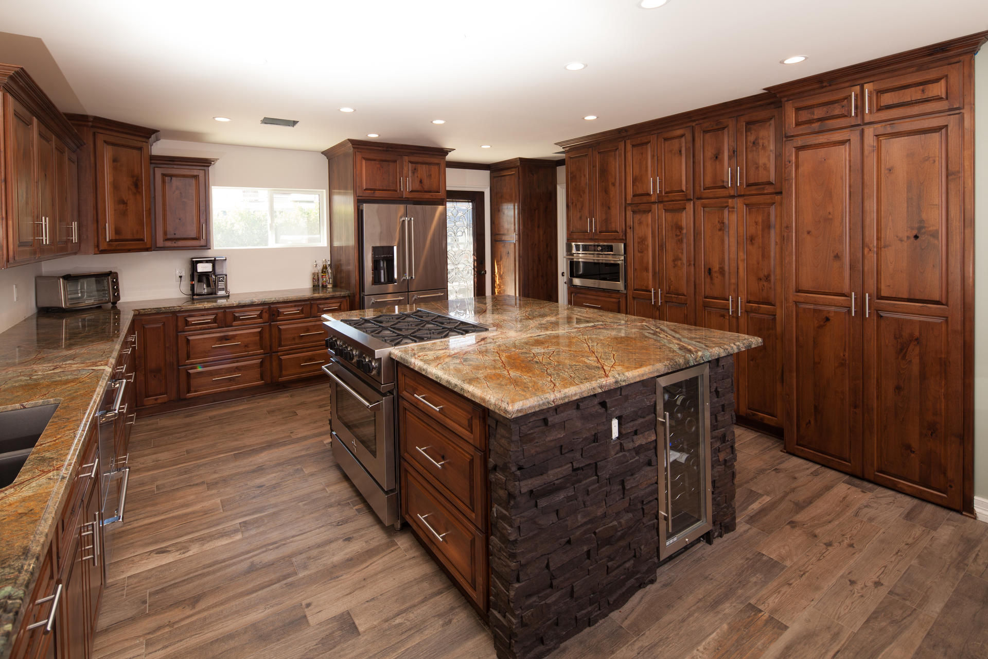 Rustic Alder Kitchen Cabinets With Traditional Style Details Project Remodel In Sun Valley Ca